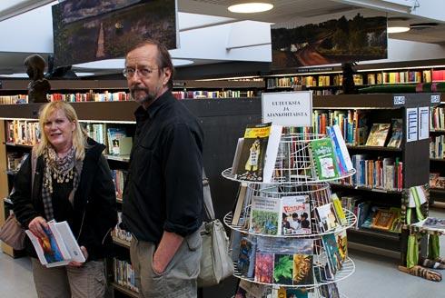 Kuvassa vasemmalla LuontoPortin tuottaja Eija Lehmuskallio ja oikealla valokuvaaja Jouko Lehmuskallio
