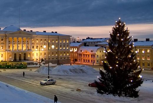 Senaatintorin joulukuusi 15.12.2010. Kuva: Juha Lakaniemi